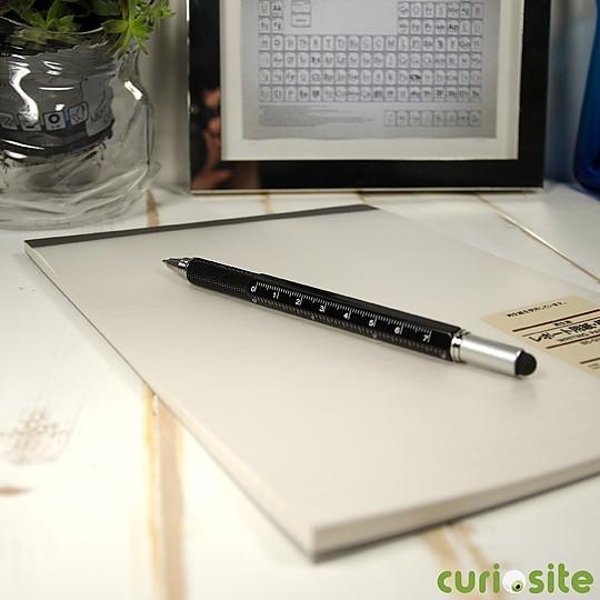 Un bolígrafo multifunción robusto y sobrio
