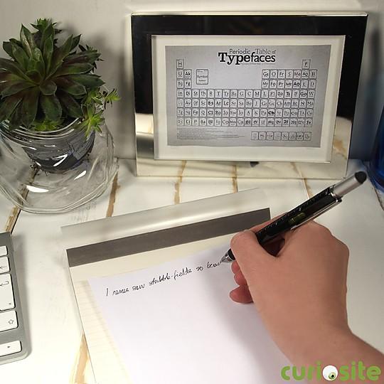 Escribe con tinta negra