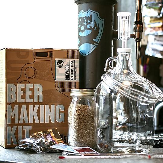 Un kit para preparar cerveza en casa
