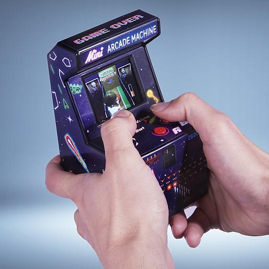 Una mini consola arcade con 240 juegos integrados