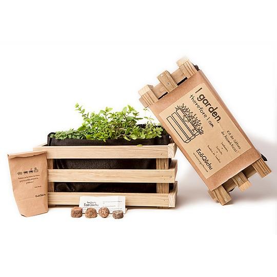 La jardinera es de madera maciza tratada en autoclave