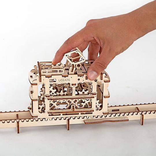 Un tranvía con raíles de madera DIY