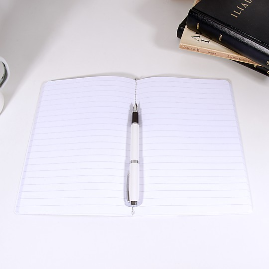 Las páginas del cuaderno están rayadas