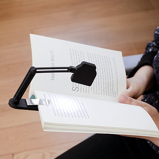 Una mini lámpara de lectura muy potente