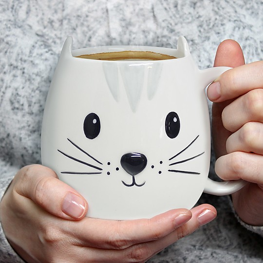 Una taza gato adorable
