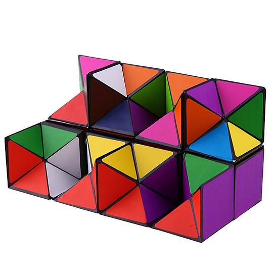El cubo se abre transformándose en un rectángulo