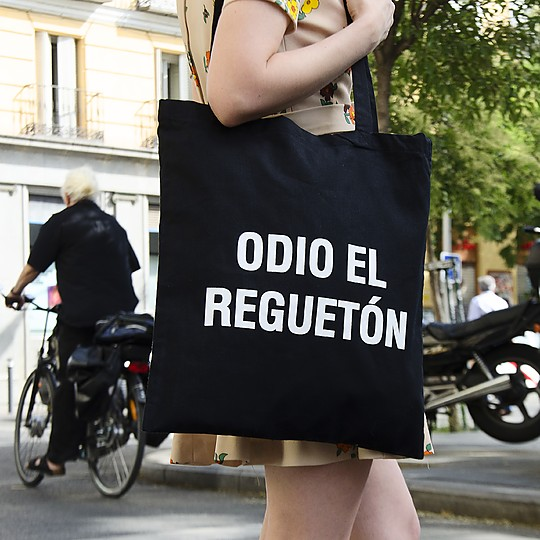 La tote bag de los haters del reguetón