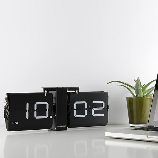 Un reloj flip de diseño clásico contemporáneo