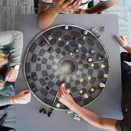 Un original ajedrez para tres jugadores