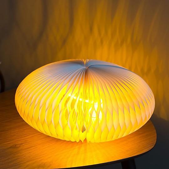 Una lámpara de papel muy decorativa