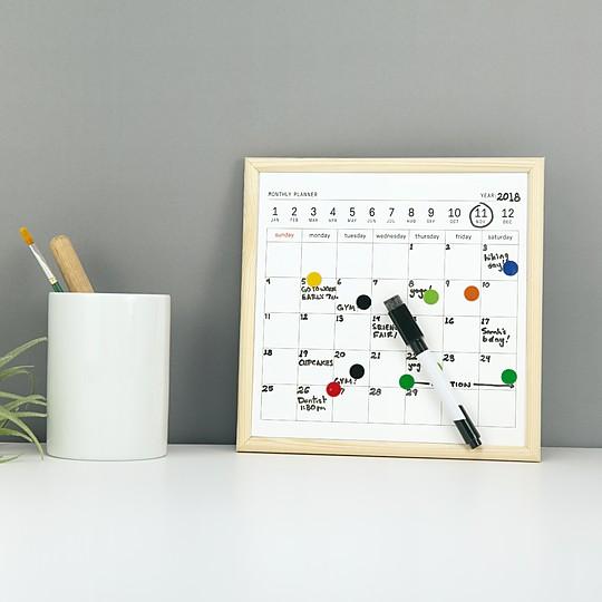 Una pequeña pizarra calendario para tener todo organizado
