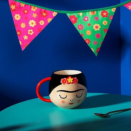 Una preciosa taza para fans de Frida Kahlo