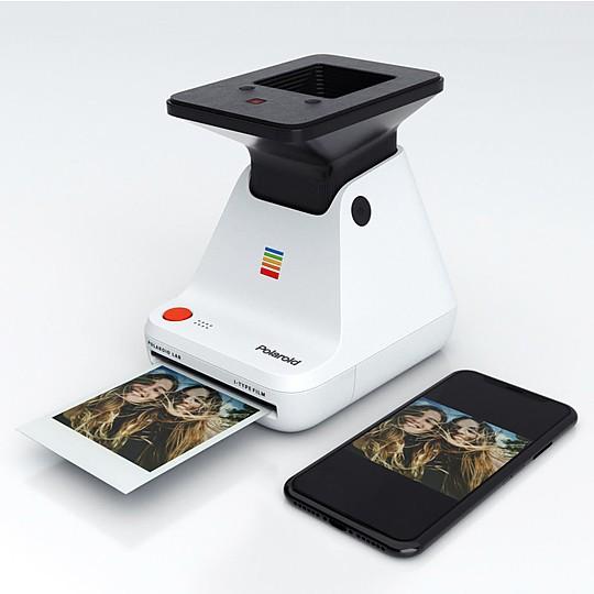 Sistema de tres lentes que proyecta la imagen de la pantalla de tu smartphone