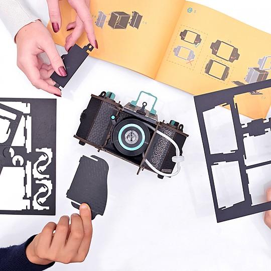 Disfruta de hacer fotos con una cámara montada con tus manos