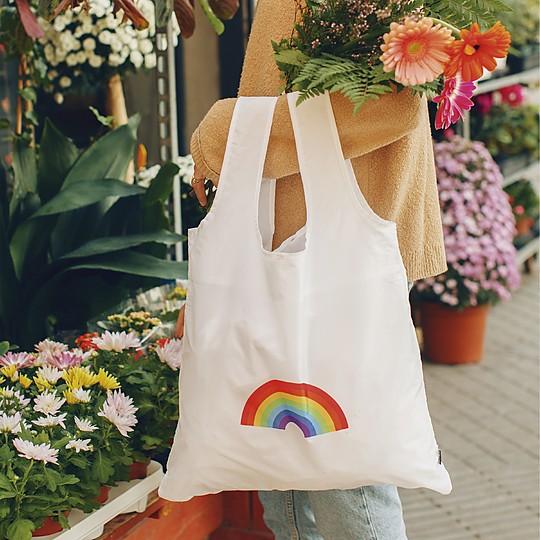 Una bolsa reutilizable llena de optimismo