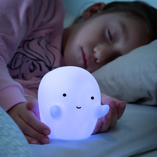 ¡Pierde el miedo a los fantasmas con esta luz de noche!
