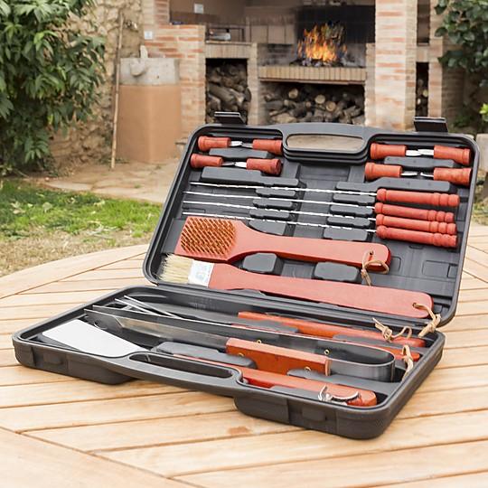Un espléndido maletín con 18 accesorios para barbacoas