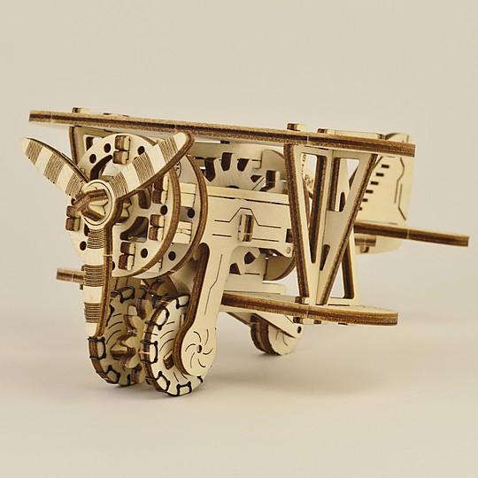 Construye con tus propias manos un biplano de madera