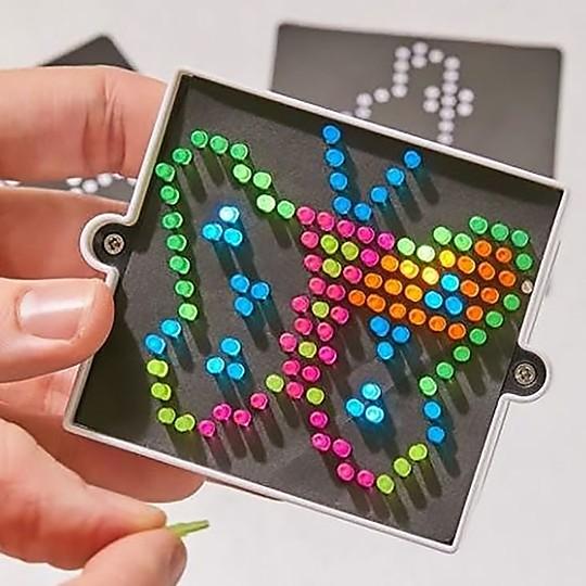 La pantalla para crear dibujos luminosos más pequeña del mundo
