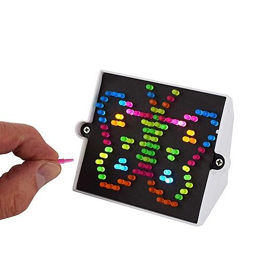 La Lite Briteu n juguete clásico para crear dibujos luminosos, en su versión más diminuta.