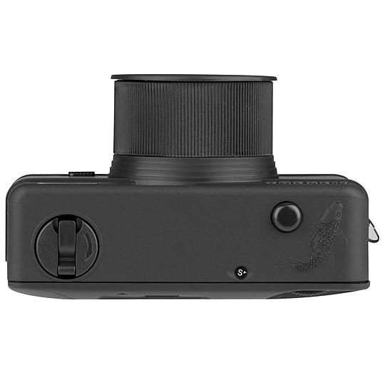 Emplea película de formato 35 mm