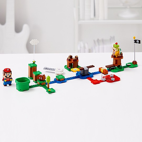 Incluye una figura de LEGO Mario que emite respuestas y expresiones inmediatas