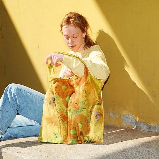 Bolsas de tela reutilizables y llenas de arte