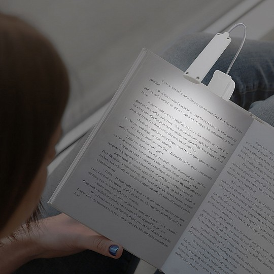 Lamparita de lectura recargable con pinza