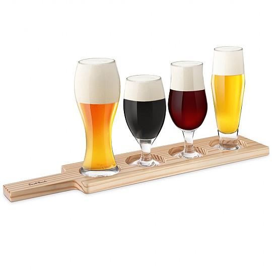 Cuatro copas de cerveza para degustar diferentes variedades