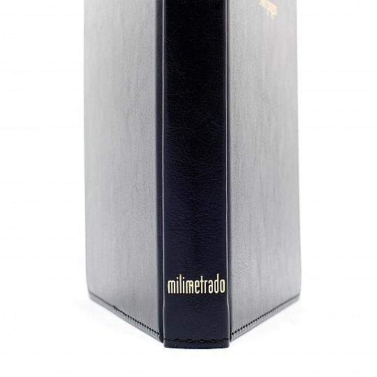 """Se puede leer """"Milimetrado"""" en la parte inferior del canto"""