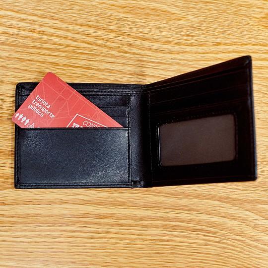 Cabe la tarjeta de transporte y las tarjetas de crédito