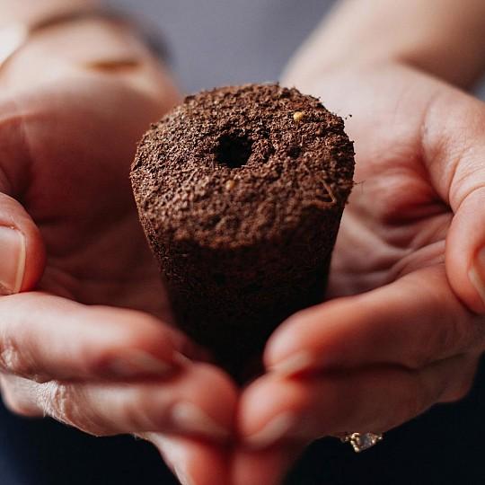 Los pods liberan nutrientes en sincronización con el ciclo vital de la planta