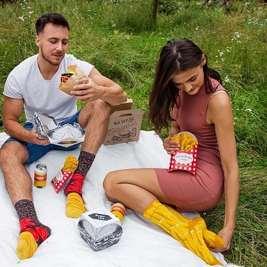 Tres pares de calcetines forman la hamburguesa