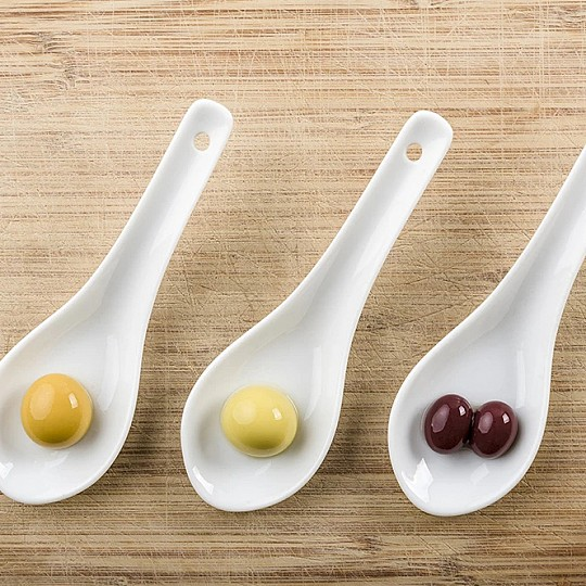 Incluye 3 variedades de oliva esferificadas
