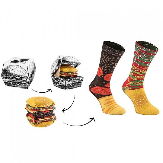 Un par de calcetines forman el pan y la lechuga y otro par la carne y el queso
