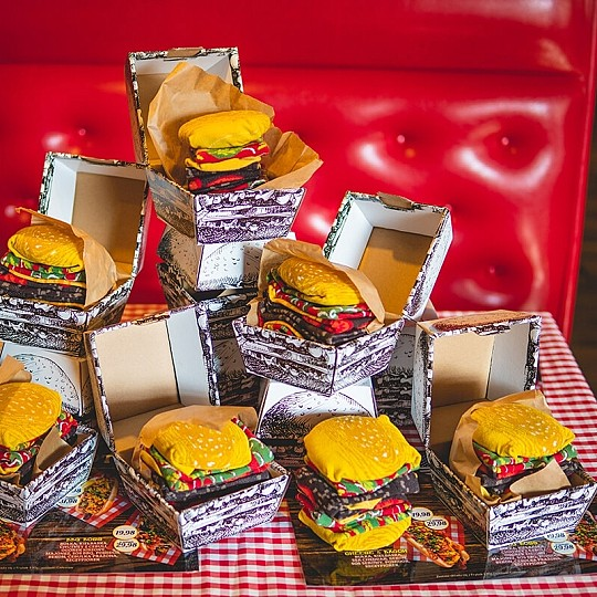 Vienen en una cajita de cartón que simula una caja de comidas rápida