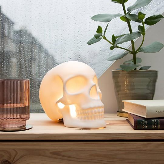 Lámpara de cerámica con forma de calavera