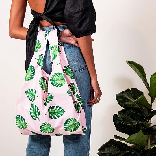 Una bolsa plegable 100% reciclada