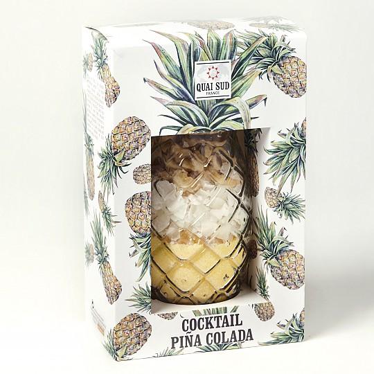Vaso de piña con mezcla para preparar Piña Colada