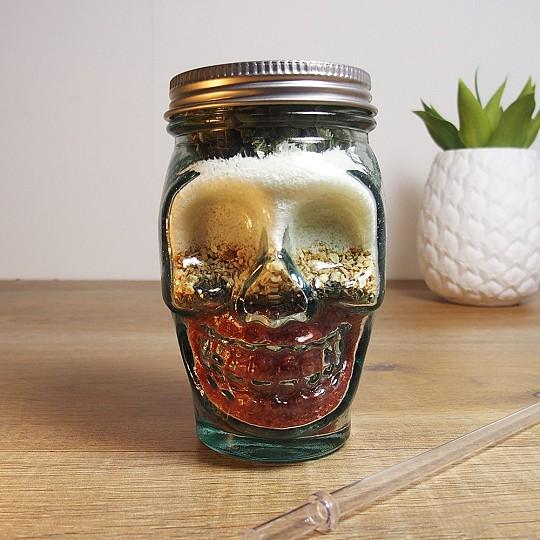 El vaso incluye una pajita