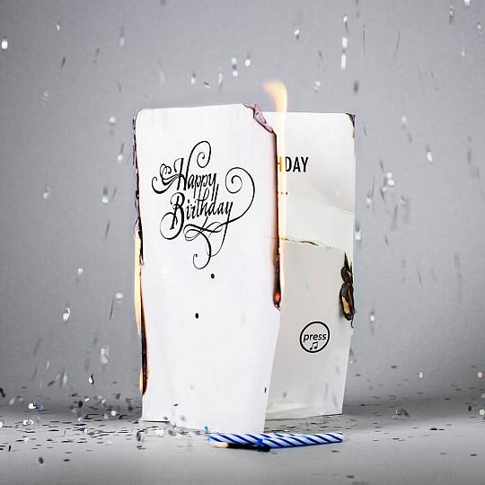 La tarjeta de cumpleaños más molesta del mundo