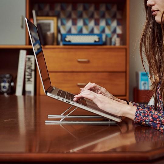Eleva tu portátil hasta a 6 alturas diferentes
