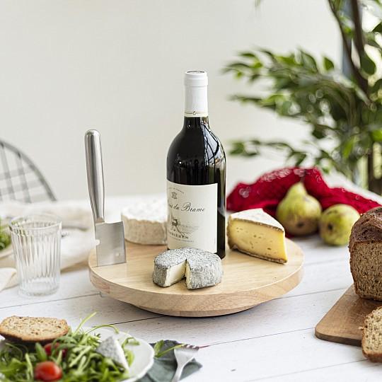 Esta tabla de quesos giratoria viene con un cuchillo para cortar el queso