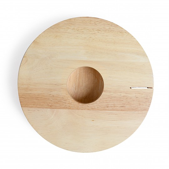 Fabricada en madera de caucho de colores claritos