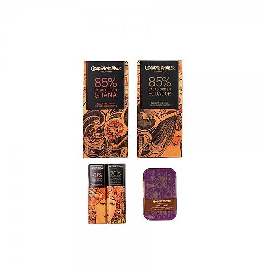 Con 4 tipos de chocolate del 70% y el 85% de cacao y una caja de amatlons