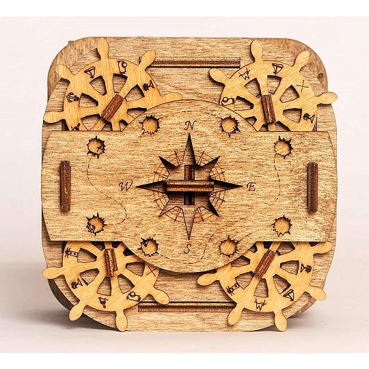 Fabricado con 72 piezas de madera de abedul colocadas a mano