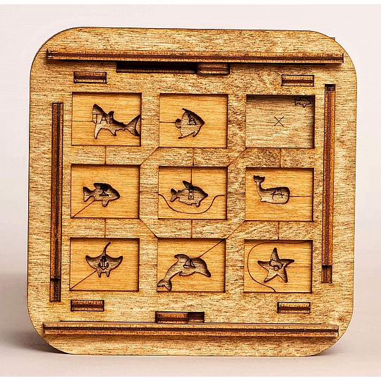Deberás encontrar la posición correcta de todas y cada una de las piezas para poder abrirlo.