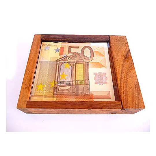 El objetivo del juego es coger el billete que está encerrado dentro
