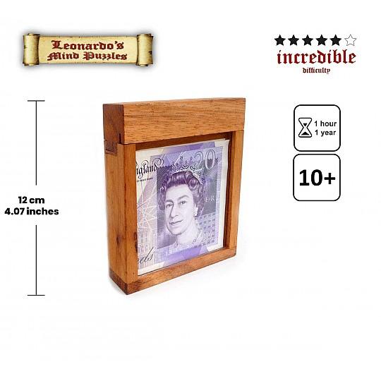 Tiene la medida ideal para que puedas meter dentro tus billetes más grandes y usarlo como hucha.