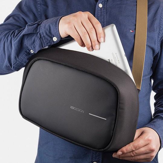Una mochila cruzada antirrobo perfecta para tablets